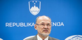 Vladni govorec glede bolezni covid-19 Jelko Kacin | Avtor Bor Slana/STA