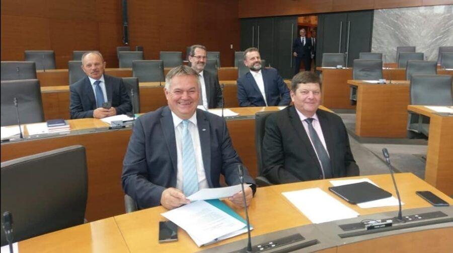 Poslanci stranka DESUS
