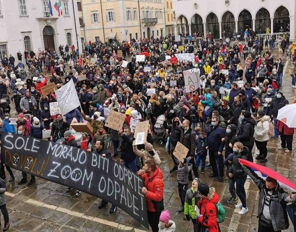 Protest v Kopru, januar 2021 (širjenje koronavirusa)