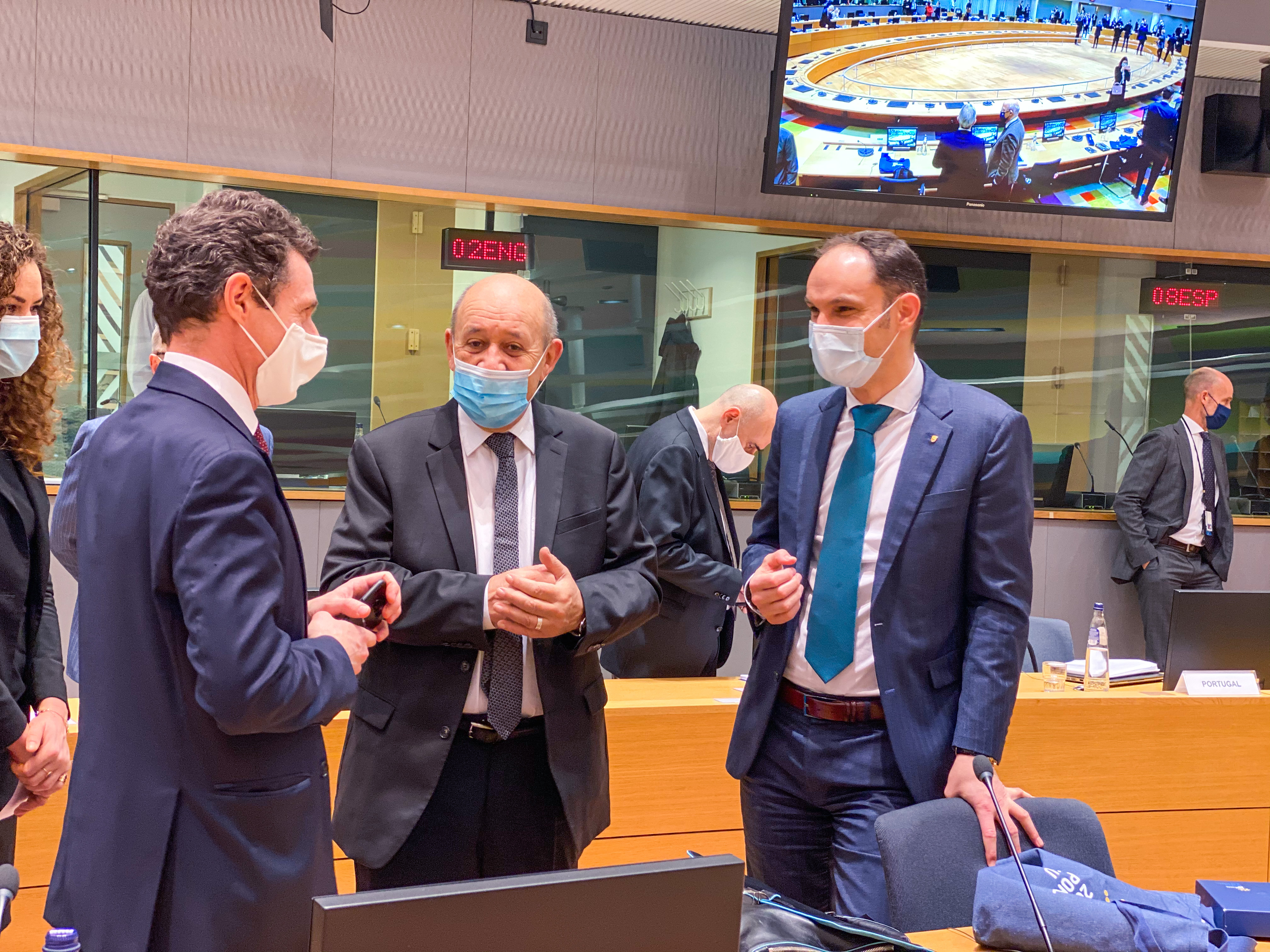 Dr. Anže Logar v pogovoru s francoskim zunanjim ministrom Jean-Yves Le Drianom Avtor Ministrstvo za zunanje zadeve (Sveta Evropske unije)