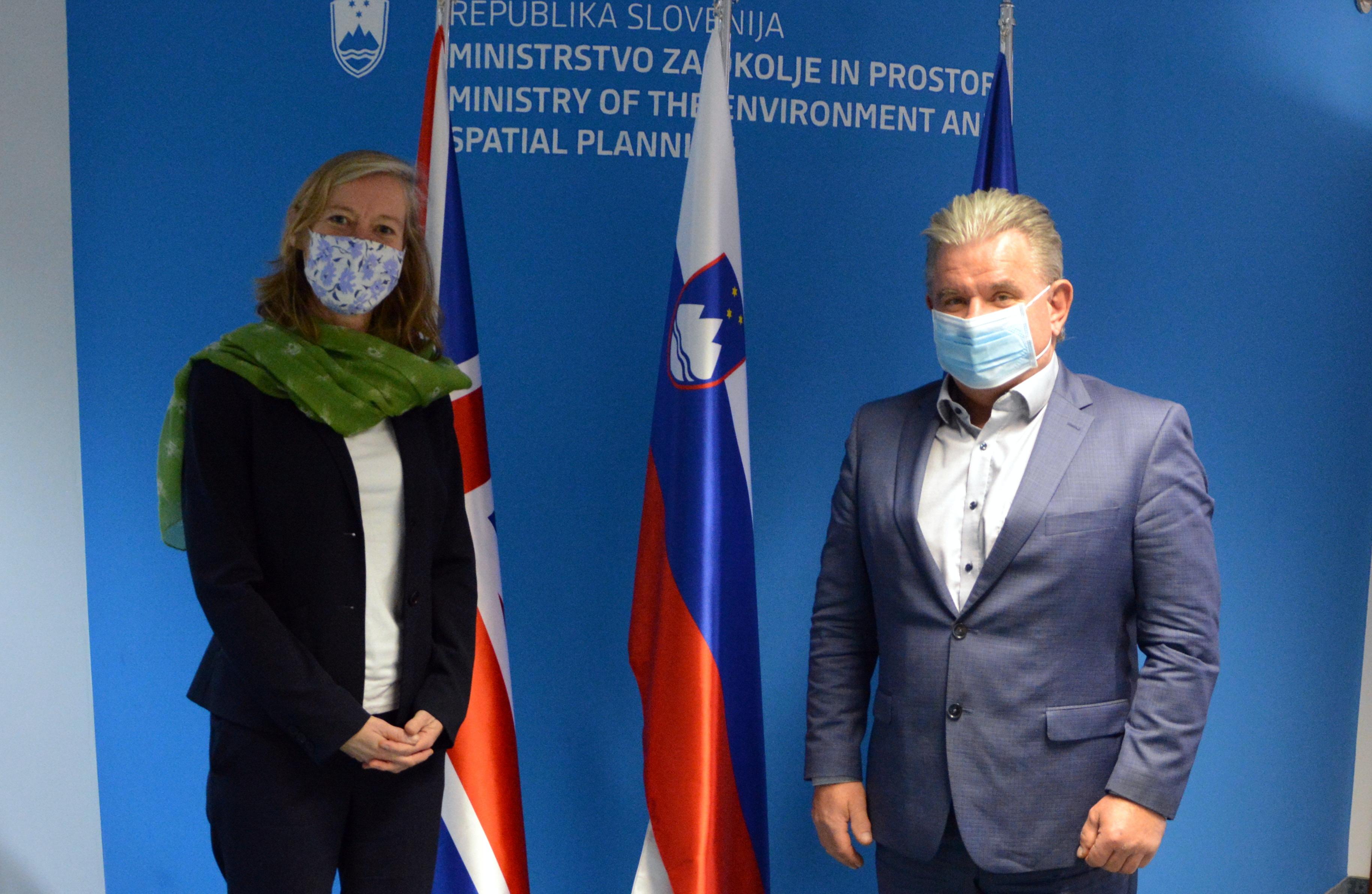 Minister mag. Andrej Vizjak in veleposlanica, nj. eksc. Tiffany Sadler | Avtor Luka Jesenšek